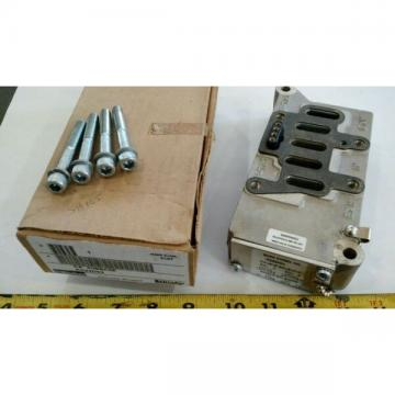 """PARKER K022093 3/4"""" SUBBASE WITH GASKET AND BOLTS IN BOX (NEW WITH DEFECTS)"""